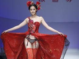 中国内衣模特上演内衣诱惑