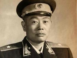 毛泽东最灰暗时刻:<br>少将上门做挑夫