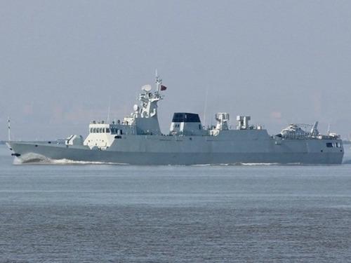 中国最新1艘056护卫舰载直升机海试