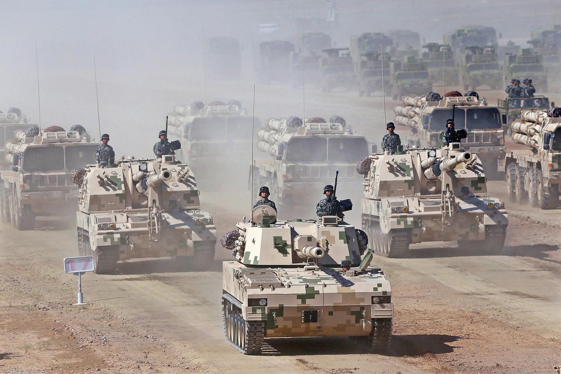 2017年7月30日,中国人民解放军建军90週年阅兵在位于内蒙古的朱日和训练基地举行。