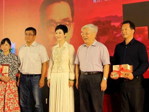 退休不足两个月 李鹏之女李小琳以全新头衔现身