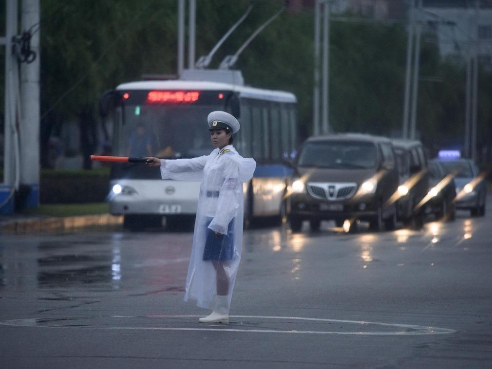 习近平访朝前的朝鲜街头 滚动播放习近平署名文章[图集]