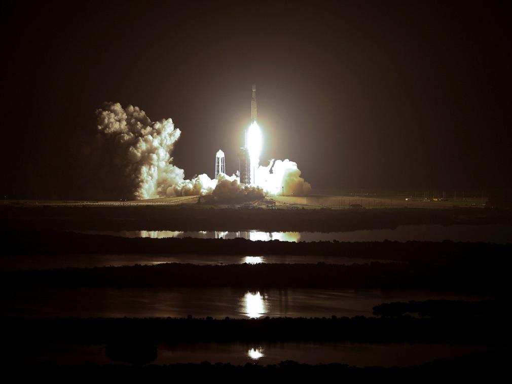 美国SpaceX猎鹰重型火箭发射 将152人骨灰送上太空[图集]