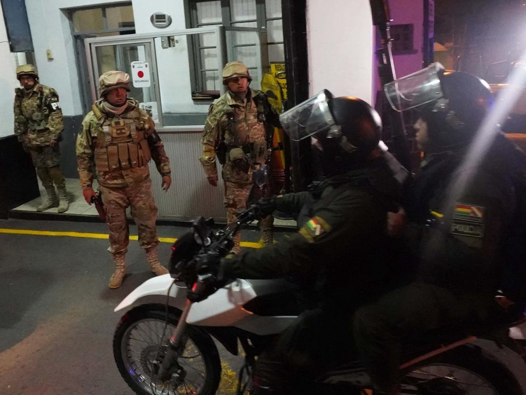 玻利维亚军方介入 前总统莫拉莱斯连夜飞往墨西哥[图集]